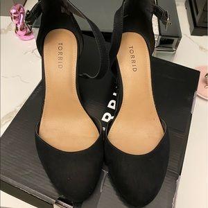 Torrid close toe heels